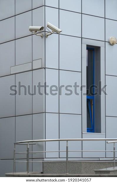 security-camera-corner-house-made-600w-1