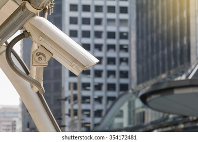 Security camera detects the movement of traffic