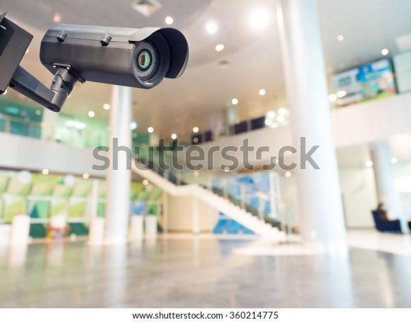 Sicherheitskamera oder Überwachungssystem im Bürogebäude