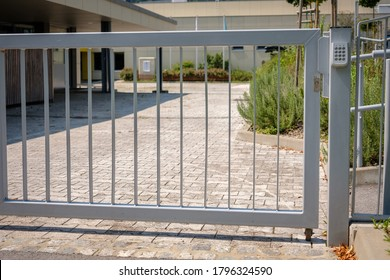 Security Gates. Automatic gates with keypad security lock. Automatic gate, also cantilever gate.