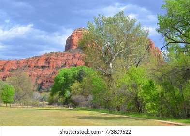 Sedona park straddles the county in the northern Verde Valley region of the U.S. state of Arizona. Sedona's main attraction is its array of red sandstone formations