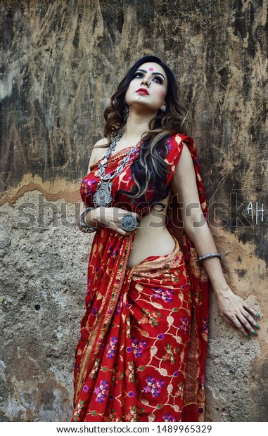 Seductress Saree Indian Ethnic Wear Stock Photo Edit Now 1489965329