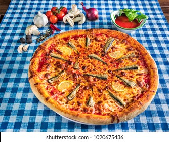 See food pizza with herring