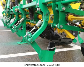 Seed drill with chain drive.