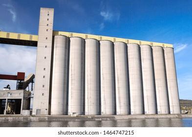 Seine-Maritime, Rouen, France,  mars 2004. Grain storage silos of Senalia, largest port and food industry grain silos in the port of Rouen in France