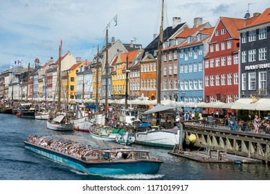 Selandia, Denmark - august 04, 2018: Barge loaded with tourists circulating through the canal of the old port of Nyhavn in the historic center of the city of Copenhagen