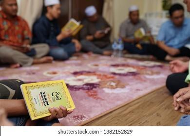 Imágenes, fotos de stock y vectores sobre Quran Recitation