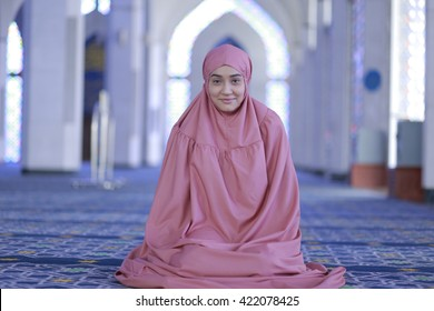 Malaysia Woman Images, Stock Photos & Vectors | Shutterstock