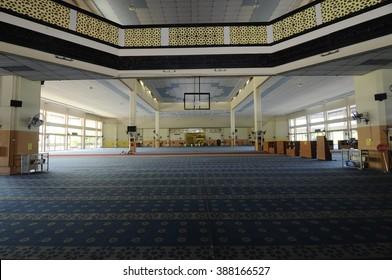 SELANGOR, MALAYSIA - JANUARY 12, 2015: Interior of Malaysia Putra University Mosque or UPM Mosque in University Putra Malaysia. The mosque was completed in 1989.