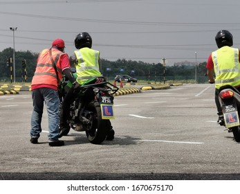 SELANGOR, MALAYSIA - MARCH 12, 2020. Motorcycle driving instructor gives instruction for new rider at official driving school in Selangor, Malaysia 2020.