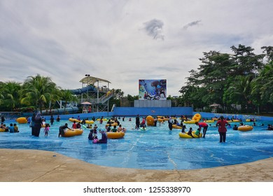 Selangor,Malaysia-December 8th,2018:A large crowd of the i City water world visitor enjoying the large pool here.This is one of the tourist spot in Selangor,Malaysia.