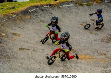 Indoor//Outdoor 12 Tall Dirt Bike Supercross Cycle Racing Tricks Track Racer BMX Motocross Crossing Sign Zone Xing