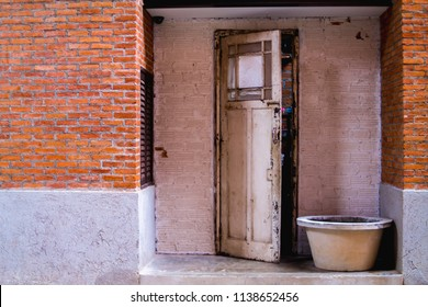 select Focus,The brick wall is made of cement, and the outer surface is exposed to red bricks to create a different and beautiful pattern. Old wooden house doors look outdated and unhealthy.