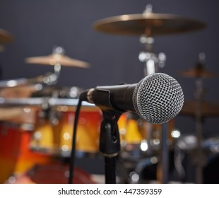 Selective focus microphone and blur drums