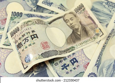 selective focus on heap of japanese yen banknotes