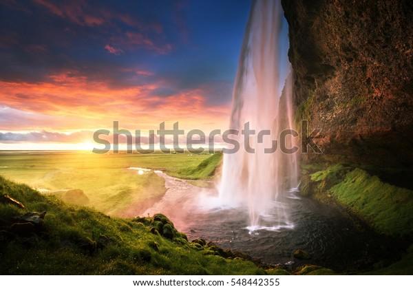 Seljalandsfoss Wasserfall bei Sonnenuntergang, Island