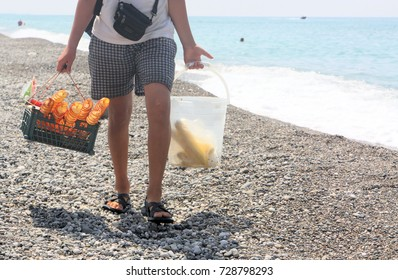 The seller of chips and corn on the Abkhazian beach - Gagra 2017