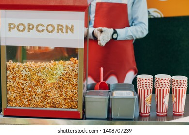Seller and tray cart with popcorn