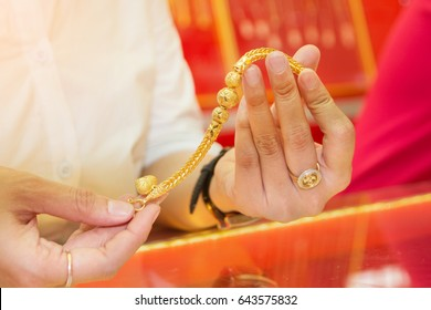 Selling gold bracelet