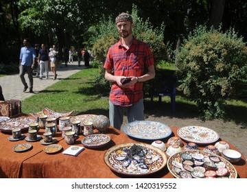 Selling traditional Islamic dishes during the Kiyv East Fest festival dedicated to the Islamic holiday Ramazan Bayram in Taras Shevchenko Park, in Kiev, June 5, 2019