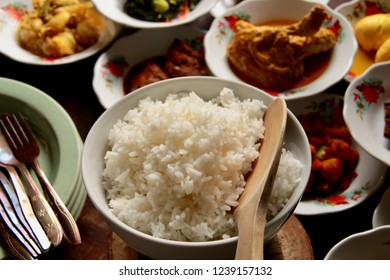 Semangkok Nasi Putih. A big bowl of steamed white rice; served for several people in a Padang eatery.