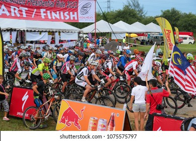 SEMENYIH, MALAYSIA - 8 DEC 2013 : Hundreds of mountain bike enthusiasts starting the race of PCC Specialized Presidential Ride 2013 competition at Semenyih, Malaysia.