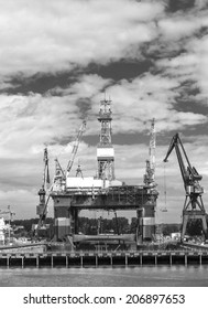 Semi submersible rig in the harbor (black and white)