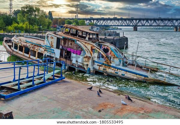 semiflooded-passenger-river-ship-abandon