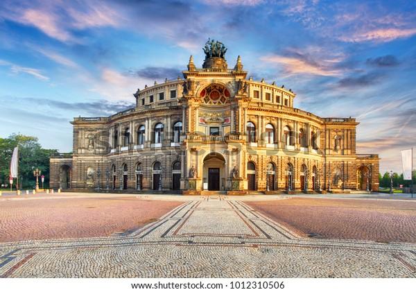 Semperoper-Opernhaus in Dresden