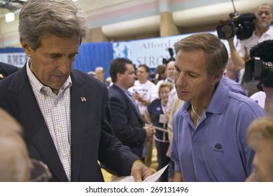 Senator John Kerry interacting with attendees at the Valley View Rec Center, Henderson, NV