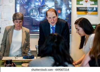 Senator Ron Wyden and Beaverton high school principal Anne Erwing visit with science students at Beaverton high school.  Beaverton high school, May 3rd, 2016.