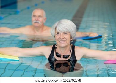 Seniorenschwimmen im Pool