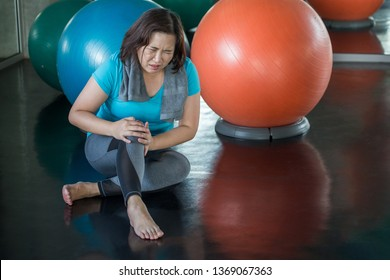 Senior fitness woman injury knee pain while exercising in gym. aged lady suffering from Arthritis . Old female workout .Mature sport training.rehabilitation.elderly osteoarthritis Healthy lifestyle