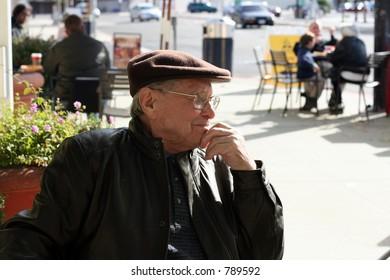 Senior man enjoying a sunny day in the city