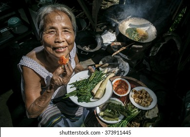 Senior women cooking the organic vegetable at home, Lifestyle of Asian old women concept
