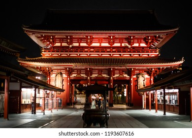 SENSOJI TEMPLE, JAPAN - APRIL 25 ,2016: The Kaminarimon (Thunder Gate), the gate of Sensoji Temple and the symbol of Asakusa at Night , Tokyo, Japan. April 25 2016