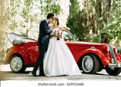 Sensual kiss of the two in their wedding day