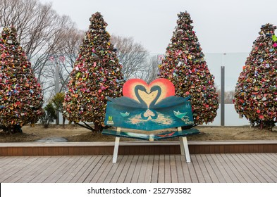 SEOUL - FEBRUARY 15 :   Love padlocks, Locks of love at Seoul Tower on February 15,2015 in seoul,Korea.