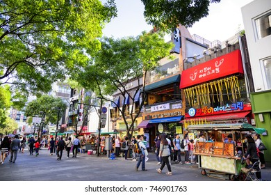SEOUL, KOREA - OCTOBER 3, 2015 : Insadong shopping street, Korean people tourists walking shopping the neighbourhood. It is fashionable to be the most popular. neighbourhood is must when traveling.