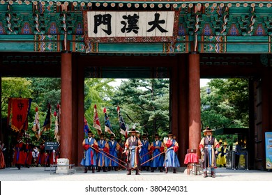 Seoul korea September 2014. Deoksugung Palace's Daehanmun Gate. Palace Royal Guard-Changing Ceremony.