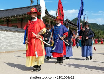 SEOUL, KOREA-SEPTEMBER 27, 2017: Change of the guards ceremony at Gyeongbokgung Palace.It's an elaborate ceremony with several dozen men in Joseon Dynasty-era costume.