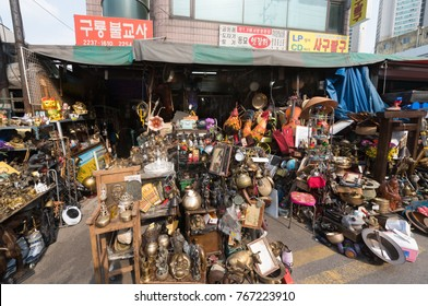 SEOUL - MARCH 25, 2017: The flea market by the Dongdaemun Design Plaza (DDP), the centerpiece of South Korea's fashion hub and popular tourist destination.