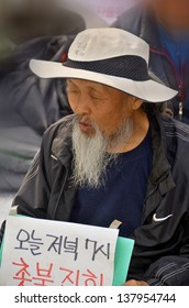 SEOUL SOUTH KOREA APRIL 6; Old man protesting again redundancy people by a company on april 6 2013 in Seoul South Korea