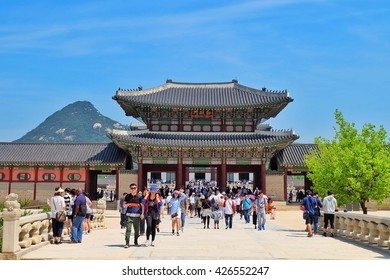 SEOUL, SOUTH KOREA -MAY 21: Hundreds of tourists gather outside of Gyeongbokgung Palace on May 21, 2016 in Seoul, South Korea.