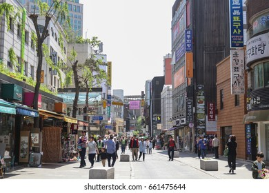 SEOUL, SOUTH KOREA - MAY 7, 2017: Unidentified people visit Insadong Ssamji shopping street. Insadong is one of the most famous places for international tourists.