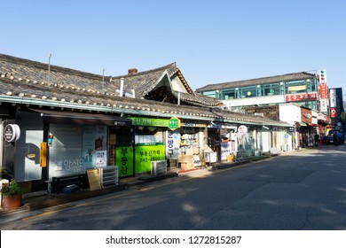 SEOUL, SOUTH KOREA - NOVEMBER 15, 2018 : Autumn in streets in Seoul city