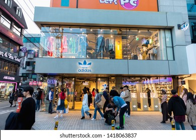 acheter en ligne 9f6d7 5bfee Adidas Shop Images, Stock Photos & Vectors | Shutterstock