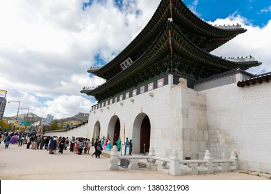 SEOUL, SOUTH KOREA - OCTOBER 27, 2018 : Beautiful Architecture in Gyeongbokgung Palace at Seoul city Korea. Gyeongbokgung Palace was the main royal palace of the Joseon dynasty. Built in 1395.