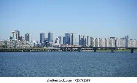 Seoul , South korea - September 20 , 2017 : Han river Skyline