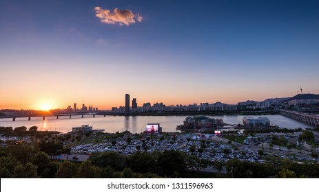 Seoul, South Korea - September, 2018: Sunset of  Banpo Hangang Park and Han river in Seoul city.